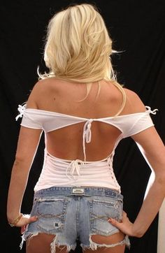Off Shoulder white Backless shredded t shirt by FromMyHandsToYours Shirt Refashion, T Shirt Diy, Diy Clothing, Custom Clothes, T Shirt Weaving, T Shirt Reconstruction, Cut Up Shirts, Diy Shorts, Altering Clothes