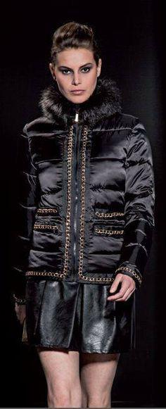 Piumino Anima Gemella - #SHOPPINGTIME!!! E' arrivato l'inverno!!  Questa è la selezione dei nostri #piumini e #cappotti! Vi terranno caldi e sarete fashion e glamour!  Vi ricordiamo che AnimaGemella è solo made in Italy!  #winter #cold #snow #rain #wintertime #instagood #season #snowflakes #style #girl #woman #fashion #madeinitaly