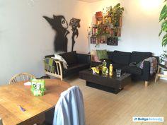 Stor og lækker 2 værelses lejlighed, på det flotte Østerbro, kun 10-15 min fra Østerbrogade. Lejligheden ligger i en sund andelsbolig forening, med nyrenoverede facader, flotte gård arealer, samt legepladser.  Her er mulighed for at få en p-plads, det er også tilladt at have husdyr. Derudover er der