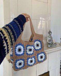 Cute Crochet, Crochet Crafts, Crochet Projects, Knit Crochet, Crochet Tote, Crochet Clothes, Diy Clothes, Crochet Designs, Crochet Patterns