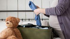 Valigia per il parto: cosa portare in ospedale Pregnancy Checklist, Hospital Bag Checklist, Pregnancy Info, Baby Checklist, Pregnancy Hospital Bag, Baby Girl Diaper Bags, Carters Baby Girl, Baby Girls, Bitty Baby