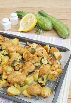 Baked chicken nuggets with zucchini and potatoes, easy and .-Bocconcini di pollo al forno con zucchine e patate, facile e veloce Baked chicken nuggets with zucchini and potatoes, quick and easy - Baked Chicken Nuggets, Quick Meals, Cooking Time, Meat Recipes, Zucchini, Food Porn, Food And Drink, Favorite Recipes, Dishes
