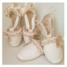 Alpargatas decoradas para comuniones, bodas y diferentes eventos Crochet Home, Ciabatta, Cute Dresses, Espadrilles, Shabby Chic, Dance Shoes, Sneakers, Bikinis, Womens Fashion