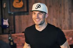 """Whiskey Riff Cover of the Week: Sam Hunt Drops Jaws With """"Strawberry Wine"""""""