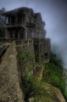Hotel Salto, Colombia Desde 1928 este sorprendente hotel albergaba a los turistas que venían a ver el salto de Tequendama, la impresionante cascada de 157 metros de altura. A principios de los años 90 el interés por la cascada cayó fuertemente y el hotel se vio obligado a cerrar sus puertas