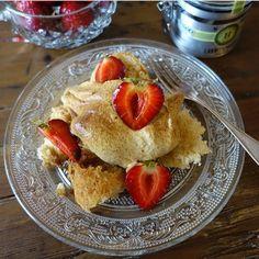 Sockerkaka (med brynt smör) och lättvispad lakritsgrädde. Om någon får känslan inför helgen finns receptet på www.lakrits.se  #hauptlakrits #lakrits #lakris #lakrids #tryswedish #fika