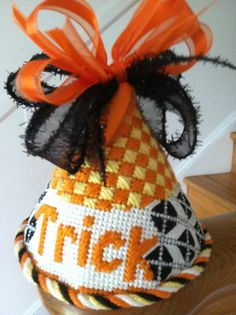 Halloween Quotes, Halloween Crafts, Needlepoint Stitches, Needlework, Ghost And Ghouls, Halloween Cross Stitches, Holidays Halloween, Plastic Canvas, Quilting Projects