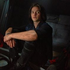 Finn Collins The 100 behind the scene Thomas McDonell Thomas Mcdonell, Treasure Planet, Bob Morley, Night Aesthetic, Ben Barnes, Bellarke, We Meet Again, Family Album, The Marauders