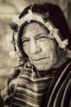 www.villsethnoatlas.wordpress.com (Ajmarowie, Aymara) Portraits of an Aymara Man in Sucre, Bolivia