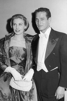Paul Newman, con frac, y Joanne Woodward, con traje de noche y guantes, son la viva imagen de lo que siempre debería ser el cine: un sueño, ...