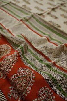 Cotton Sarees Online, Saree Models, Beige Background, Old World Charm, Brown Floral, Printed Sarees, Small Flowers, Gold Jewelry, Paisley