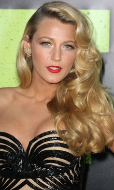 Blake Livelys Gorgeous Wavy Hair At the Savages Film Premiere, 2012