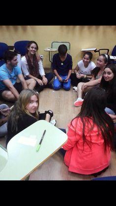 Primera sesión presencial con los menores. Llevamos a cabo juegos para empezar a conocernos de forma mas amena.