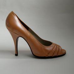 Vintage 1970s Tangerine Wedding Shoes  $95.00 #vintage #shoes #terrydehavilland #tangerinetango
