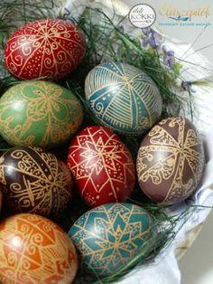Színes tojások húsvétra: hagyományos tojásírás | Életszépítők