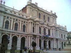 Turín, conocida como Torino en Italia, es una ciudad italiana situada en la región del Piamonte, al norte del país