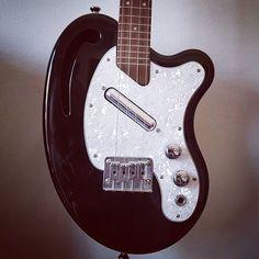 How to incorporate the electric ukulele into my upcoming new songs...? . . #electric #ukulele #electricukulele #risa #risaukulele #newsong #newsongs
