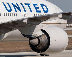 United Airlines Boeing 777-222 N771UA (79453)