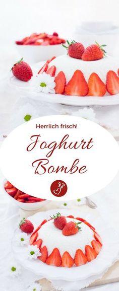 Dessert Rezepte, Joghurt Rezepte, Erdbeeren Rezepte: Rezept für eine Joghurtbombe von herzelieb. Herrlich frisch und supercremig! #dessert #joghurt #erdbeeren #vegetarisch #herzelieb