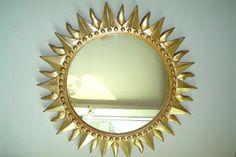 ***¿Cómo Decorar el Marco de un Espejo?*** Ideas originales para renovar el viejo y gastado marco de tu espejo, o para hacer uno completamente nuevo.....SIGUE LEYENDO EN..... http://comohacerpara.com/decorar-el-marco-de-un-espejo_555h.html