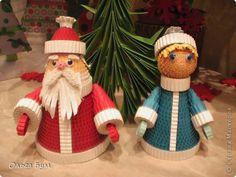 Поделка изделие Новый год Гофроквиллинг Дед Мороз и Снегурочка Картон гофрированный фото 1