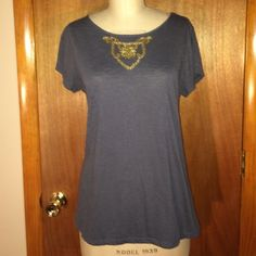 """Banana Republic Gray Top with Gold Beads Sz L Banana Republic gray short sleeve stretchy top with gold beading on the front- size large. Made in China.  Measurements: chest: 20"""", waist: 19"""", total length: 26.5"""". Banana Republic Tops Blouses"""