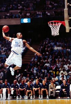 Is Vince Carter the best dunker in NBA history? Basketball History, Basketball Is Life, Basketball Pictures, Basketball Legends, College Basketball, Basketball Players, Basketball Moves, Nba Stars, Sports Stars