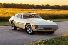 At the time a highly modern design, this 1971 Ferrari 365 GTB-4 Daytona Berlinetta can noe be considered a classic. It's powered by a 357 hp,…