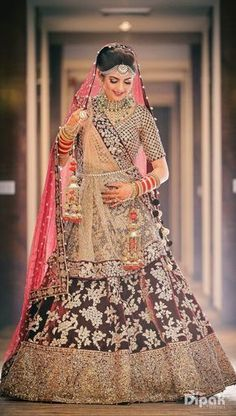 With the summer season rolling up its sleeves, new trends are blossoming under the sun. If you're getting married this year, take a look at these the latest bridal makeup trends so you can look your best! Indian Bridal Photos, Indian Bridal Outfits, Indian Bridal Lehenga, Indian Bridal Fashion, Indian Bridal Wear, Bridal Dresses, Indian Bride Poses, Designer Bridal Lehenga, Lehenga Designs