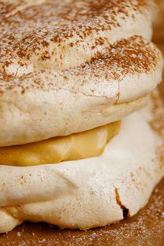 Dakłas / Dacquoise (7 składników) - Wilkuchnia Sweet Recipes, Cake Recipes, Dessert Recipes, My Favorite Food, Favorite Recipes, Dacquoise, Polish Recipes, Pavlova, Bagel