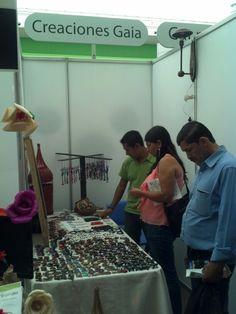 Vendiendo sus productos, Creaciones Gaia