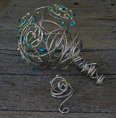 Wire bouquet. Still can't decide if I like this enough to do it, but I like that it's different.