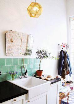 Una cocina con salida al jardín {A kitchen nearby the garden}