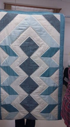 Sewing Projects, Projects To Try, Half Square Triangle Quilts, Islamic Prayer, Cement Crafts, Log Cabin Quilts, Prayer Rug, Cool Inventions, Fabric Scraps