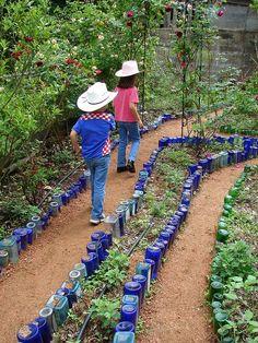 Decorar el jardín con botellas recicladas