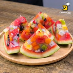 Watermelon, mixed tropical fruit, and gelatin dessert! Instructional video is in Thai but is easy to Watermelon Fruit Bowls, Jello With Fruit, Kiwi Fruit Recipes, Watermelon Infused Water, Fruit Salad, Deco Fruit, Jelly Desserts, Cute Food, Kids Meals
