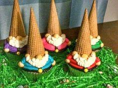Gnome Cupcakes-Black Dog Bakery by Brianna - Maegan Z - - Kuchen verzieren - Gateau Cute Cupcakes, Cupcake Cookies, Owl Cupcakes, Cupcake Bakery, Cupcakes Decoration Awesome, Garden Cupcakes, Black Cupcakes, Cupcakes Design, Christmas Cupcakes Decoration
