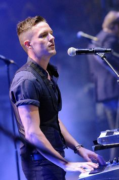 Brandon Flowers of The Killers // can't handle the fact that I actually got to see them!!! (thank you, lolla!)