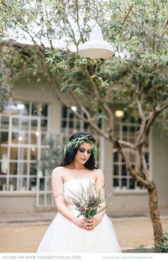 Italian inspired headpiece & bouquet  | Photo: Christine Meintjes, Decor & Flowers: Absolute Perfection