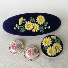 Wonderful Ribbon Embroidery Flowers by Hand Ideas. Enchanting Ribbon Embroidery Flowers by Hand Ideas. Embroidery On Clothes, Hand Work Embroidery, Creative Embroidery, Learn Embroidery, Embroidery Needles, Silk Ribbon Embroidery, Embroidery Patterns, Cross Stitch Patterns, Embroidery Techniques
