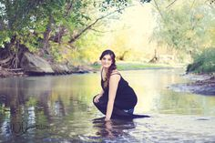 Water senior pictures by Whitney Bufton Photography #seniorpictures #seniorportraits #waterseniorpictures #water #river #seniorpictureideas #summer #blackdress #sunflare