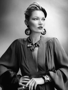 Kate Moss by Mario Testino. http://inspirationgallery.tumblr.com/post/24926633486/a-la-mode-kate-moss-by-mario-testino-styled-by