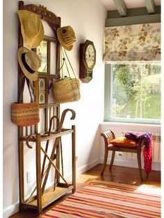 More common vintage style of hall tree, with hat hooks, mirror, and umbrella stand, but no bench or space for boots. Luxury Interior Design, Interior Decorating, Country Entryway, Hall Stand, Cosy Home, Blog Deco, Entrance Hall, Ladder Decor, Luxury Homes
