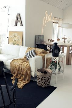 Eclectic living space {fun decor for a loft}
