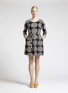 Marimekko's Kaksin dress with Puketti pattern by Annika Rimala. Stylish Dresses, Cute Dresses, Casual Dresses, Heart Dress, Dress Up, Marimekko Dress, Spring Outfits, Fashion Brands, Cold Shoulder Dress