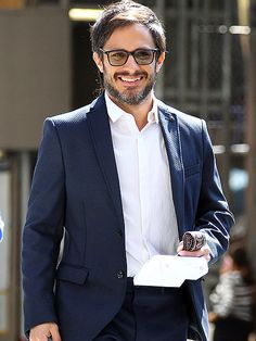 Star Tracks: Monday, September 22, 2014 | GAELS OF LAUGHTER | Seen Friday in New York City on the set of his new TV series, Mozart in the Jungle, Gael García Bernal flashes a happy grin.
