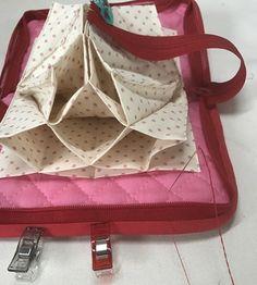 最強カード収納ポーチ、ジャバラポーチの作り方(図解入り) | hapimade手芸教室|ハンドメイド・手作りのお手伝い Coin Purse, Lunch Box, Pouch, Purses, Knitting, Pattern, Projects, Bags, Couture