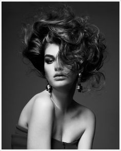 Estetica Magazine is the website of hairdressing and hairstylist, where to find hair trends, cuts, professional products, training tutorial and step by step. Black Photography, Photography Women, Portrait Photography, Creative Hairstyles, Cool Hairstyles, Elegant Updo, Hair Reference, High Society, Great Hair