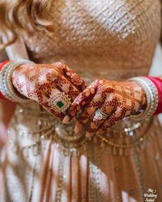 6 Latest Simple Mehndi Designs For The Minimalist Brides This Summer - Tattoo MAG Engagement Mehndi Designs, Wedding Mehndi Designs, Dulhan Mehndi Designs, Best Mehndi Designs, Mehandi Designs, Henna Mehndi, Heena Design, Henna Mandala, Arabic Henna