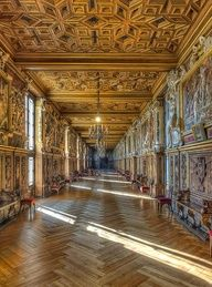 La galerie François I at Fontainebleau Palace, France (by Ganymede).